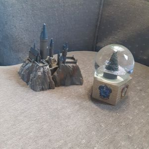 Harry Potter castle and sorting hat water globe for Sale in Albuquerque, NM