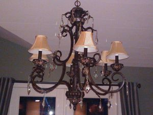 Chandelier in Like-New Condition for Sale in Bellevue, WA