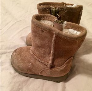 Infant Size 3 Sherpa Lined Tan / Brown Suede Boots for Sale in Bountiful, UT
