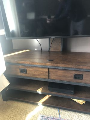 Tv stand w/ or without TV for Sale in Auburn, WA