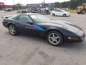 45k miles 92 Chevy Corvette 6 speeds NEEDS FLOOR REPAIR for Sale in Pembroke Pines, FL