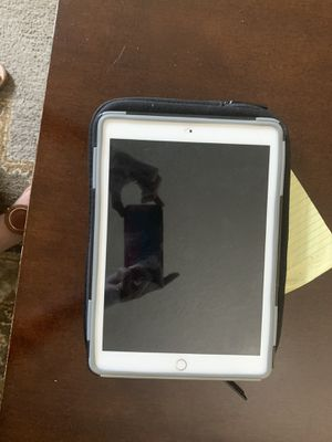 Apple iPad 6th generation for Sale in Tampa, FL