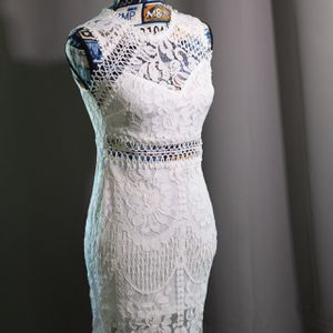 Beautiful White Dress, Never Used (Size Small) for Sale in Chandler, AZ
