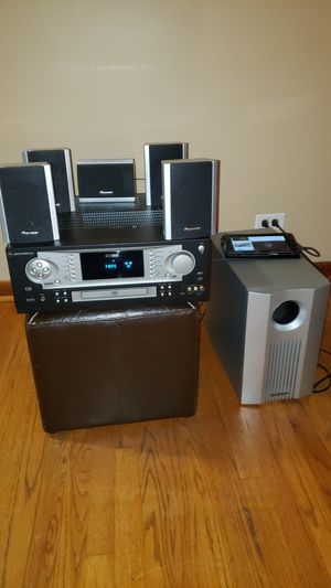 Motorola Av Cd Mp3 Receiver with 5.1 speaker system for Sale in Chicago, IL