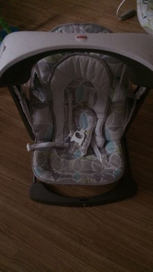 Baby swing w/ lullaby soothing sounds for Sale in Columbus, OH