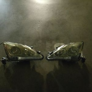 2006, Lexus Is 250 front headlights driver side is broken for Sale in West Hollywood, CA