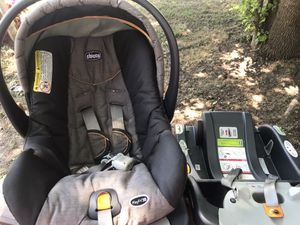 Infant car seat with two bases for Sale in Fort Worth, TX