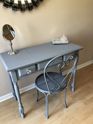 Antique Vanity table for Sale in Fort Lauderdale, FL