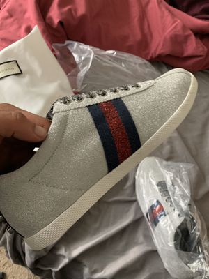 Gucci bambi glitters sz 42 mens for Sale in Saint Charles, MD