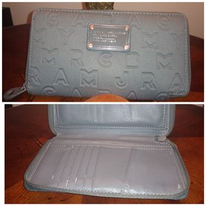 Marc Jacobs scuba fabric zip wallet with leather interior. Grey with grey metal hardware. for Sale in Tacoma, WA