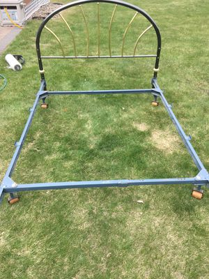 Bed frame with headboard for Sale in Bismarck, ND