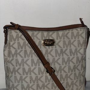 Bolso Mk en buenas condiciones for Sale in Bakersfield, CA