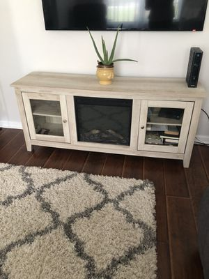 TV console with fireplace for Sale in Snellville, GA