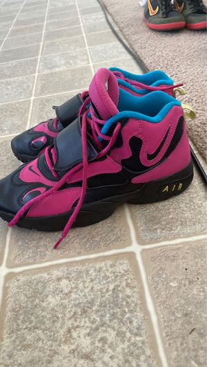 Girls 7 y Nike shoes for Sale in Fort Leonard Wood, MO