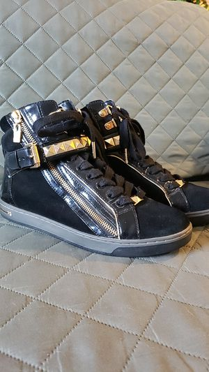 Michael Kors Sneakers (size 8.5) for Sale in Palmdale, CA