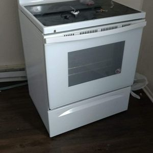 Whirlpool Electric Stove for Sale in Shelbyville, IN