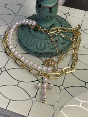 Layered Chain And Choker Necklace With Pearls And Queen Coin for Sale in Nashville, TN