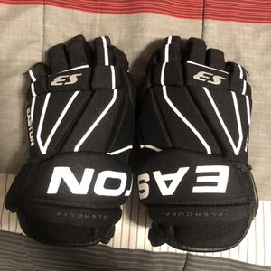 """Easton Hockey Gloves (size 12"""") for Sale in Clarence Center, NY"""