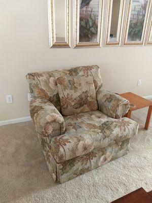 I sofa with 2 recliners on each end, loveseat with two recliners. Matching chair does not recline for Sale in Sebring, FL