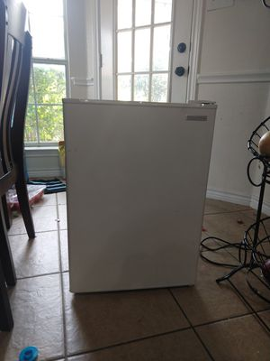 Insignia refrigerator for Sale in Fort Worth, TX