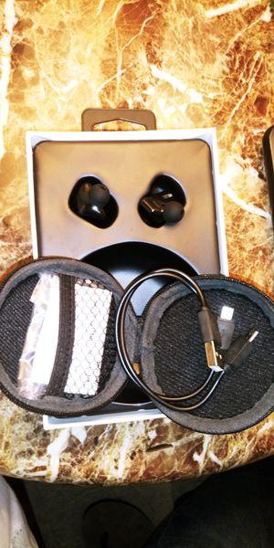 Vendo auriculares inalambricos con su propio cargador estan nuevoa de paquete for Sale in Washington, DC