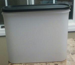 Tupperware 3.9 L Storage Container for Sale in Carson, CA