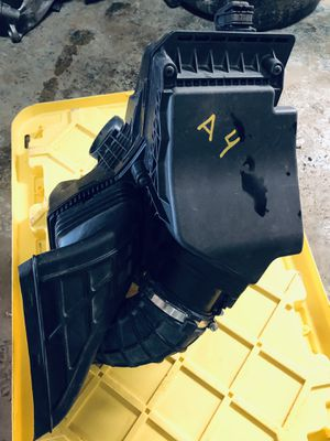 PARTS OUT AUDI A4 2012-2014 Air Intake cleaner filter box housing assembly for Sale in Opa-locka, FL