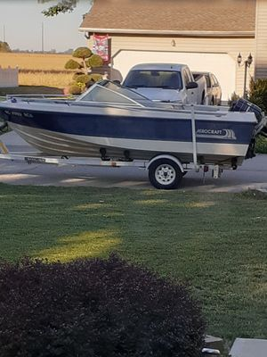 Open bow boat starts up runs great mercury 80hp trailer cd player anchor outboard motor 2 cycle for Sale in Toledo, OH