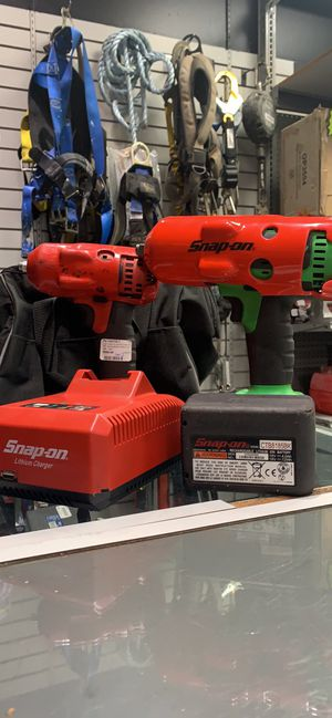 """Used Snap On 2pc combo cordless Impact wrench set 1/2"""" and 3/8"""" with three batteries charger for Sale in Orlando, FL"""