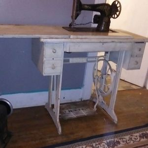 Old Antinque 111w155 Industrial Leather Sewer Made By Singer.also Singer Sewing Machine Table With Singer Sewing Machine#g4508866 . for Sale in Princeton, IN