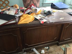 Free desk and chair for Sale in Detroit, MI