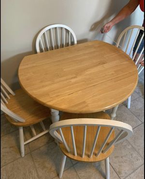 Floding Kitchen table with 4 chairs for Sale in Ballwin, MO