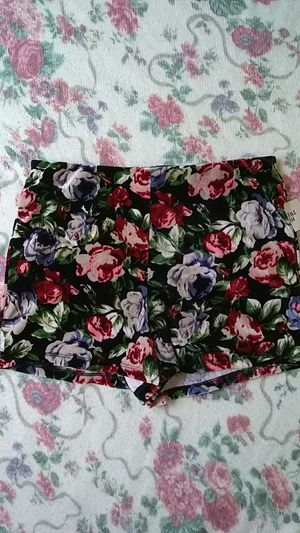 Forever 21 Floral Velvet Textured Shorts for Sale in Tacoma, WA