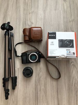 Sony a6000 with vintage leather case and tripod for Sale in Tampa, FL