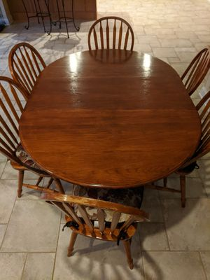 Oak breakfast table with a leaf and 6 chairs and 6 cushions in good condition for Sale in Carpentersville, IL
