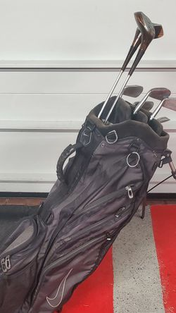 set of Wilson's Golf Clubs with Nike bag. Right handed beginner set. for Sale in Niles,  IL