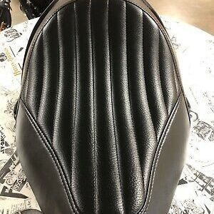 Harley Davidson Tuck & Roll Solo Seat. Fits Harley-Davidson Softail Blackline and other models. In Great Condition ! for Sale in Irving, TX