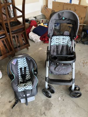 Car seat and stroller combo for Sale in Newnan, GA