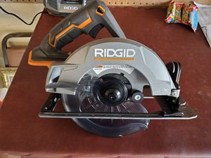Rigid 5x circular saw and flashlight for Sale in Midlothian, TX