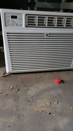 Large ac unit air conditioner in window up to 1000sq ft for Sale in Federal Way, WA