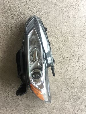 2016 -18 Nissan Altima headlight oem LH for Sale in Tamarac, FL