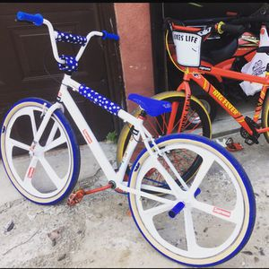 Mongoose BMX 29 inch with Navigate wheels for Sale in Philadelphia, PA