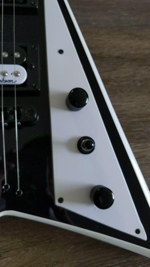JacksonJS32T Rhoads Electric GuitarBlack with White Bevel