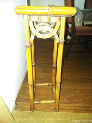 Bamboo plant holder or lil table for Sale in Phoenix, AZ