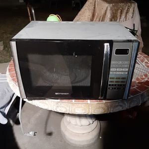 Free Microwave , Works Pick Up Right Now No Holds Chula Vista 91911 for Sale in Chula Vista, CA