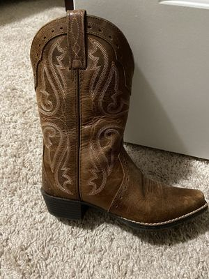 GIRLS ARIAT BOOTS SIZE 2. LIKE NEW for Sale in Flowery Branch, GA