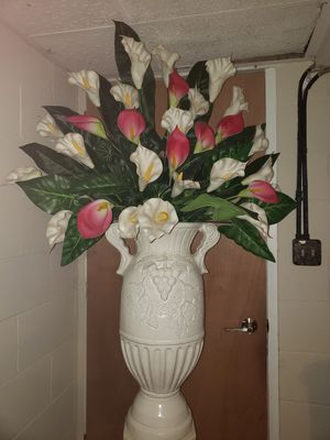 Flowers with vase for Sale in Joliet, IL
