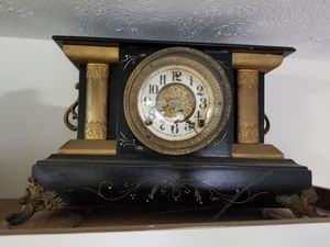 Antique old mantle clock it works for Sale in Kernersville, NC
