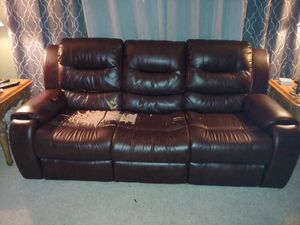 Brown leather reclining sofa. for Sale in Chardon, OH