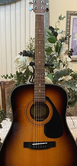 sunburst yamaha acoustic guitar for Sale in Commerce,  CA